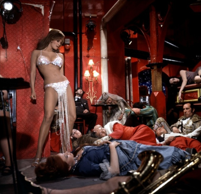 raquel_welch_bedazzled hell